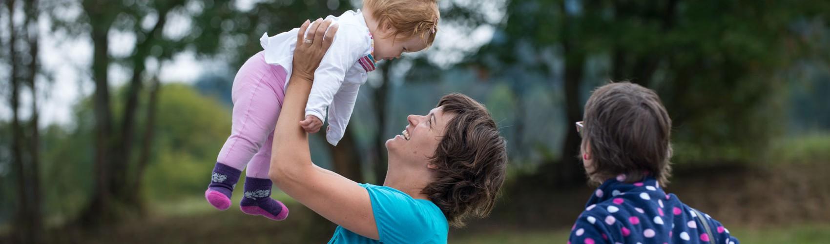 Hilfestellung im Familienalltag